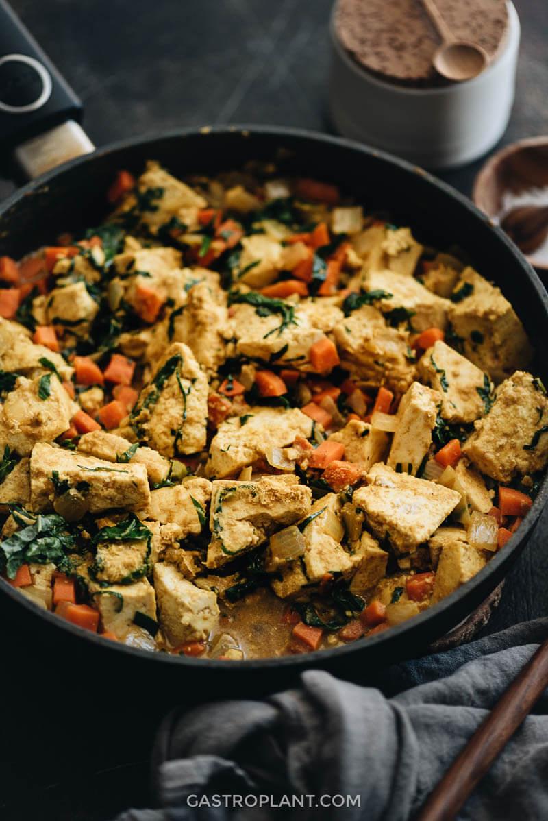 Curry tofu scramble close-up