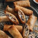 Crispy vegan spring rolls square