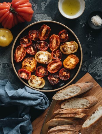 Easy Air Fryer Tomatoes with Baguette