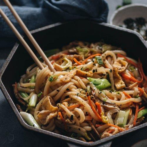 Easy plant-based stir-fried udon noodles