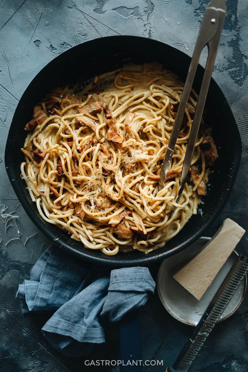 Vegan Carbonara Pasta with Mushrooms
