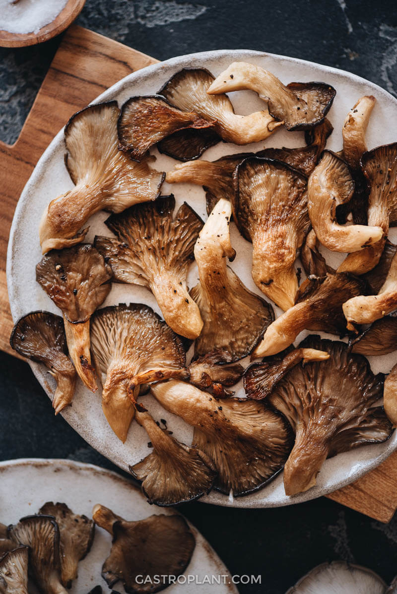 Tasty, simple oyster mushrooms to snack on