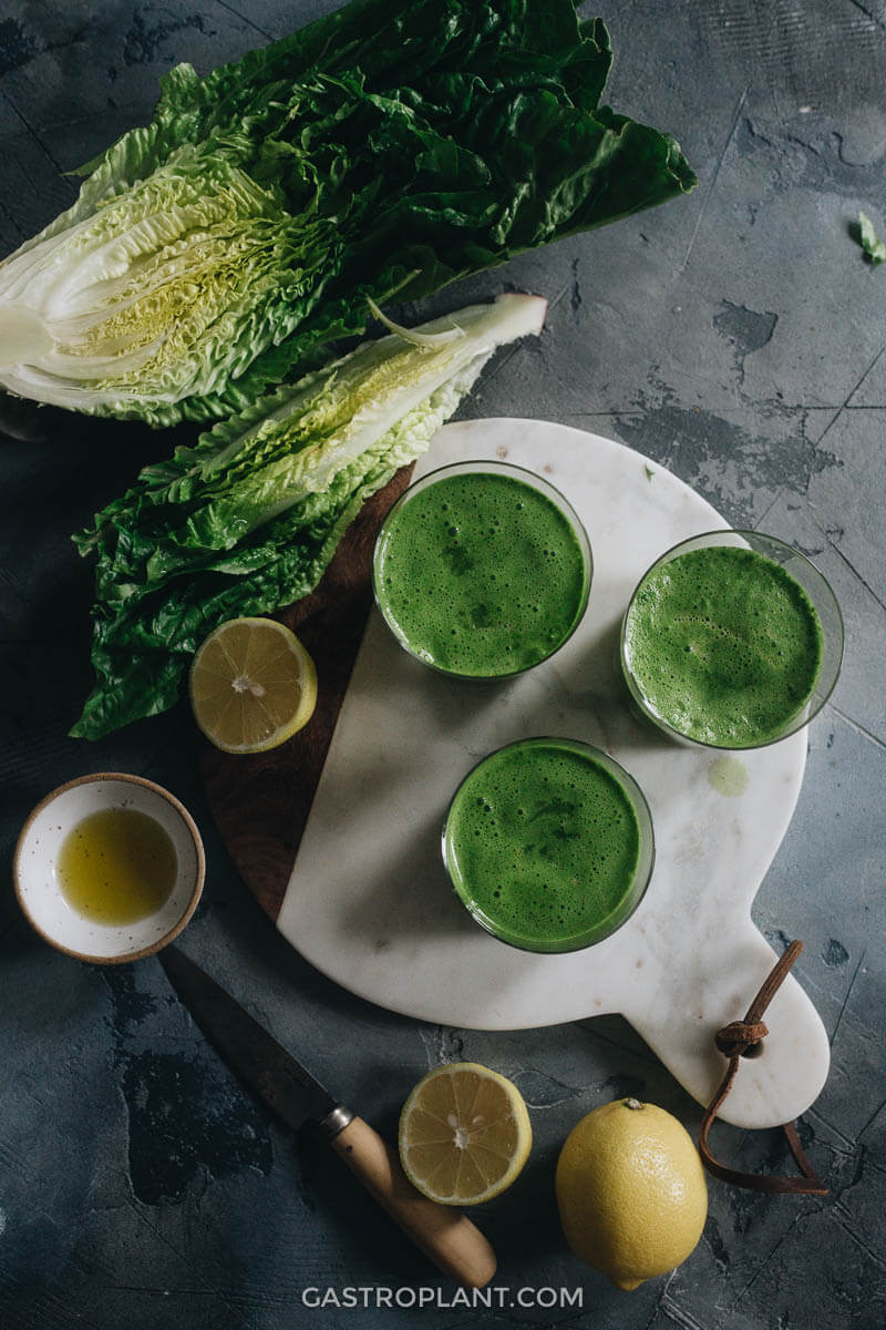 Cleansing detox 3-ingredient lettuce smoothie